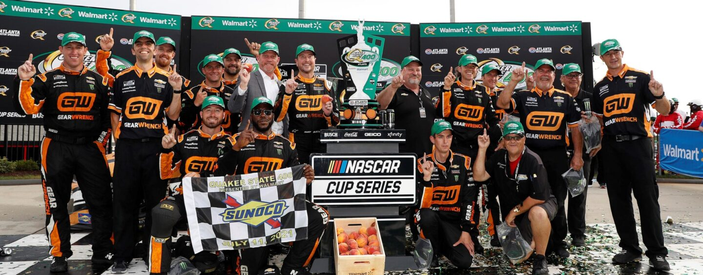 Kurt Busch Comes Out On Top Of Busch Brother Brawl In Quaker State 400 At Atlanta Motor Speedway